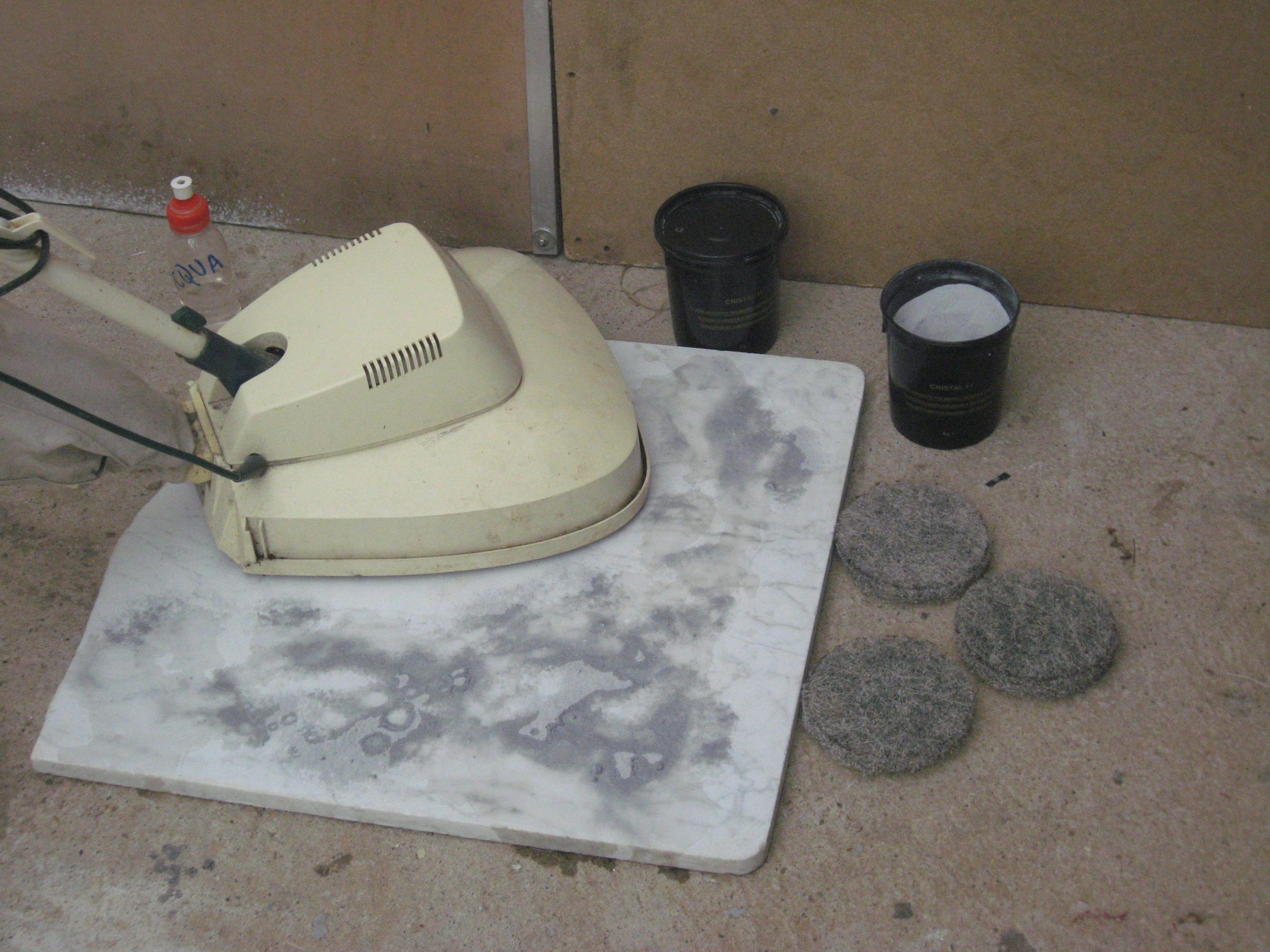 Prodotti marmo lucidare pavimento rigato corroso opaco for Travertino al agua